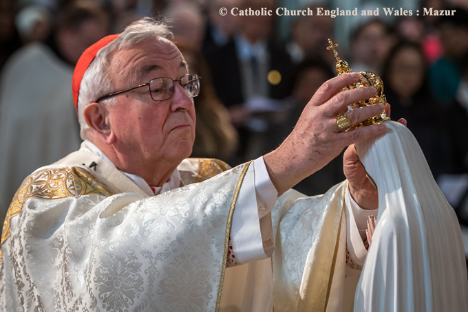 Cardinal Nichols crons the statue of Our Lady of Fatima